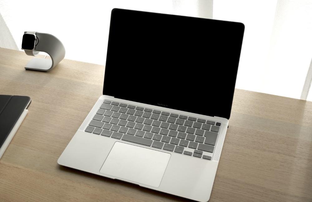 キーボードカバー付きMacBook